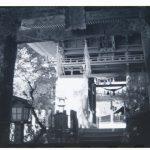 六殿神社(モノクロ)
